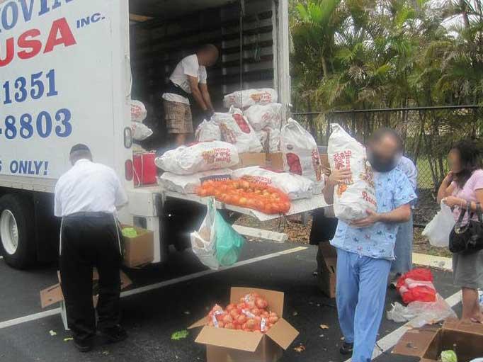 Chesed of Florida Distributing Food